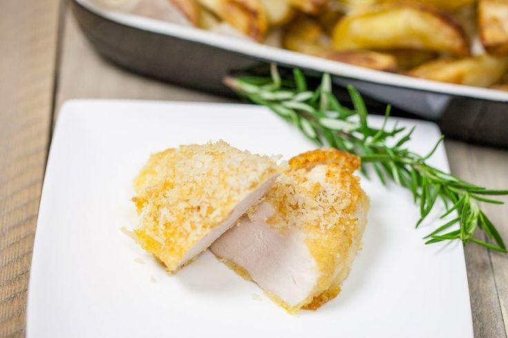 Heel simpel recept voor een krokante parmezaanse kip. Klaar in maar 20 minuten, recept voor 4 personen. Lekker bij aardappelen en een salade.