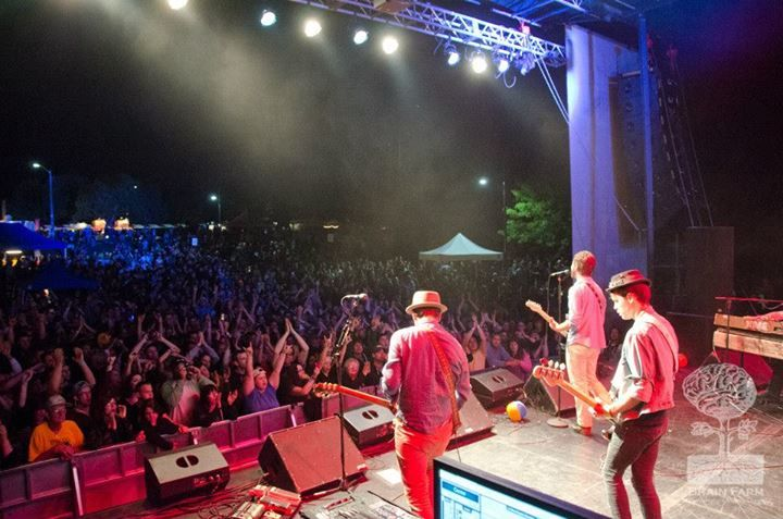 In the evening the party didn't stop! Rock on Niagara Food Festival!