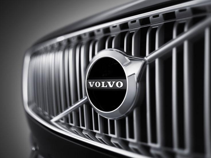 przednia częśc maski i logo nowego Volvo XC90