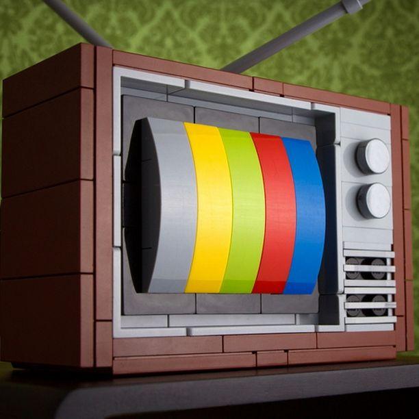 Una tv a colori con i lego