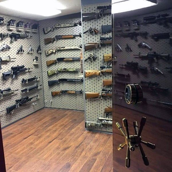 Safe vault gun room design awesome gun rooms for Walk in gun room