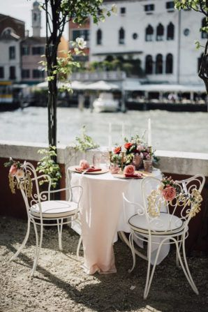 darling sweetheart table with a view on Venice