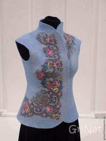 """Валяный жилет""""Зимние розы"""" - голубой,цветочный,grinat,валяный жилет,Жилет войлочный"""