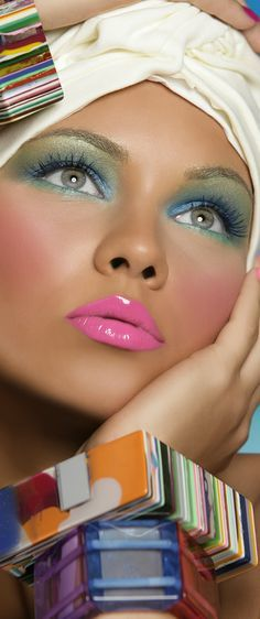She is picture perfect! Love the style, the makeup, the #bronzed skin