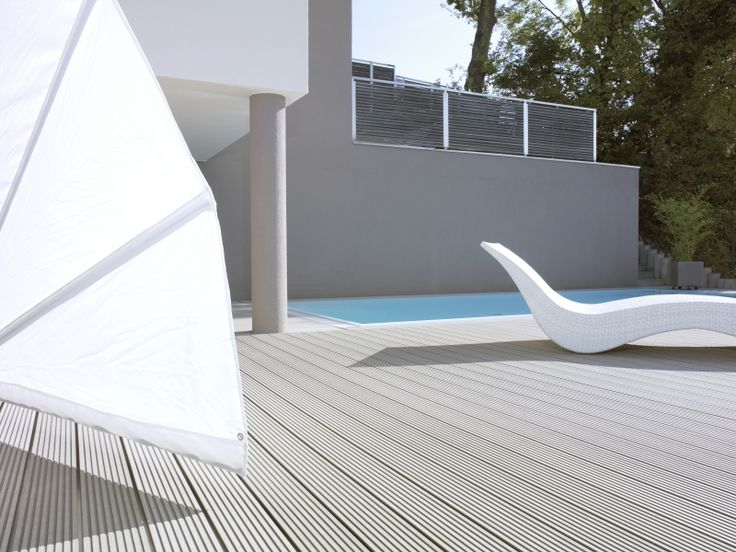 Amenajare Piscina deck relazzo Rehau 2 Deck terase exterioare piscine de cea ma buna calitate, stabilitate dimensionala, rezistenta la intemperii, efort minim pentru inretinere si durata lunga de viata