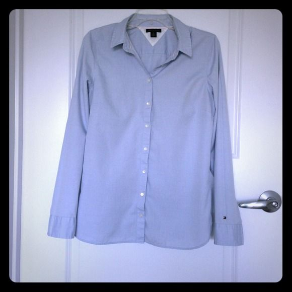 📌Reduced 2X📌Tommy Hilfiger Women's Oxford Shirt Classic Oxford button up long sleeve fitted shirt 100% cotton, purchased at Aventura Mall Tommy Hilfiger Boutique in Miami, not an outlet or a department store shirt. Worn only several times, like new no staines or holes, dry cleaned only. Tommy Hilfiger Tops