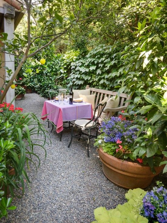 Pea gravel landscape design a small intimate dining area for Small area garden design ideas