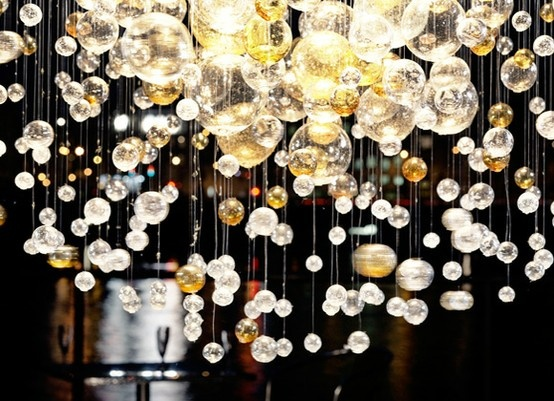 beautiful: Bubbles Chand, Glasses, Trav'Lin Lights, Lights Installations, Pretty Things, Lights Ideas, Dining Tables, Tables Decor, Felt Flowers