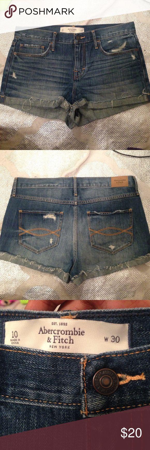 🙄LAST CALL🆕Abercrombie & fitch denim shorts 🆕Abercrombie & fitch denim shorts    New without tags   Size 10 Waist 30 Inseam 1.5 inches Abercrombie & Fitch Shorts Jean Shorts