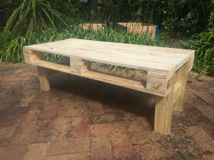 Finish pallet wood coffee table