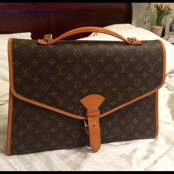 Authentic Louis Vuiiton briefcase/large bag. Authentic Louis Vuiiton briefcase/large purse in great condition. No stains inside or out. Bag buckles closed in in front. Brass hardware is in amazing condition. Carry by handle or long leather shoulder strap. Gently used! Louis Vuitton Bags