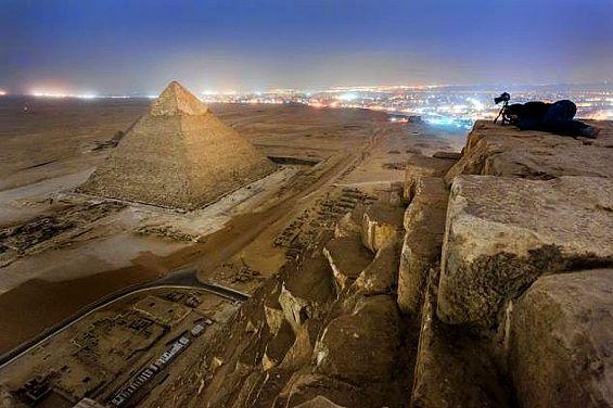 ロシア人写真家が規則を無視しギザのピラミッドに登り撮影 4