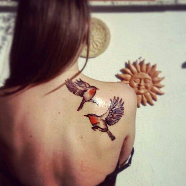 #tattoo #bird #robin #shoulder #red #bari #bird #black #flyaway #flyback #goandback #spring #lookingfor #seek #love #skin #ink #home #lack #travel #life #robin #tattoos #girls #realistic #realistictattoo #pettirosso #tatuaggio #volo