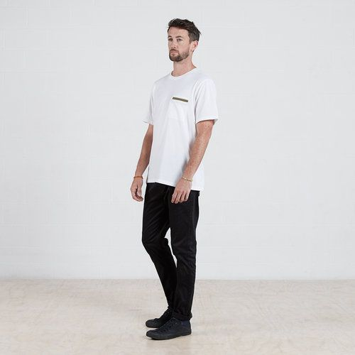 Contrast pocket t-shirt in White #dorsu #autumncollection #newcollection #menswear #fashion #basics #fashionessentials #cotton #ethicalfashion #tee #ethical #fair #wellmade #quality #comfort #black #minimal #modern #longsleeve #tshirt #winter17 #winter #aperfectday #perfectday #t-shirt #tshirt #simple #monochrome #white