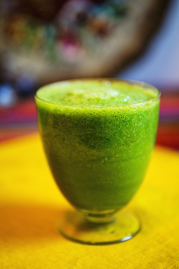 Green Smothie: 1 banana, 1 cup of water, 3 leaves of kale, 5 strawberries, 5 pieces of pineapple!