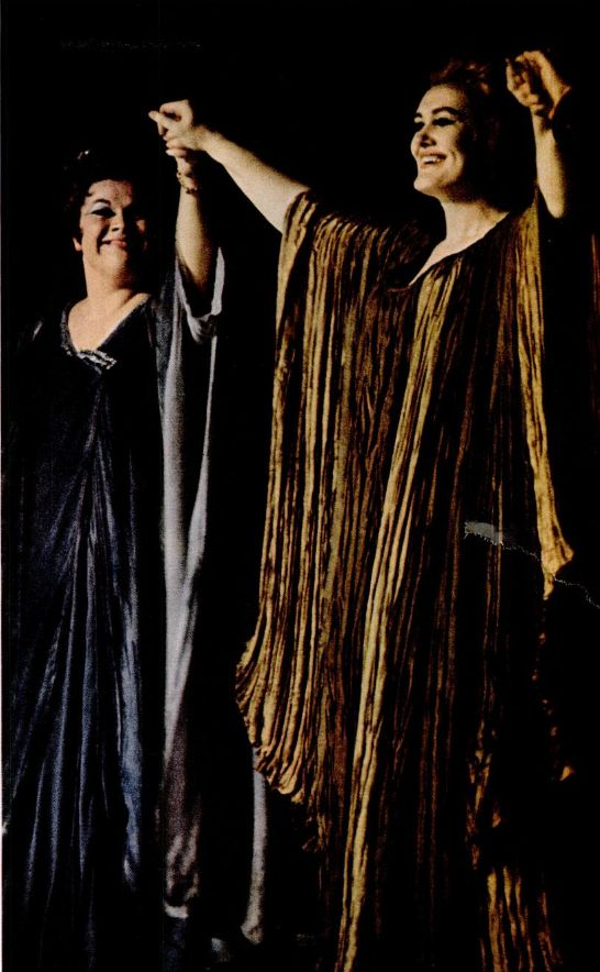 Joan Sutherland and Marilyn Horne receives a torrential applause - Cleveland