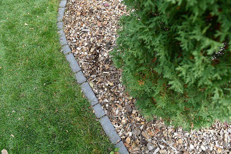 Villa Edgers gives a crisp, clean look to your garden.