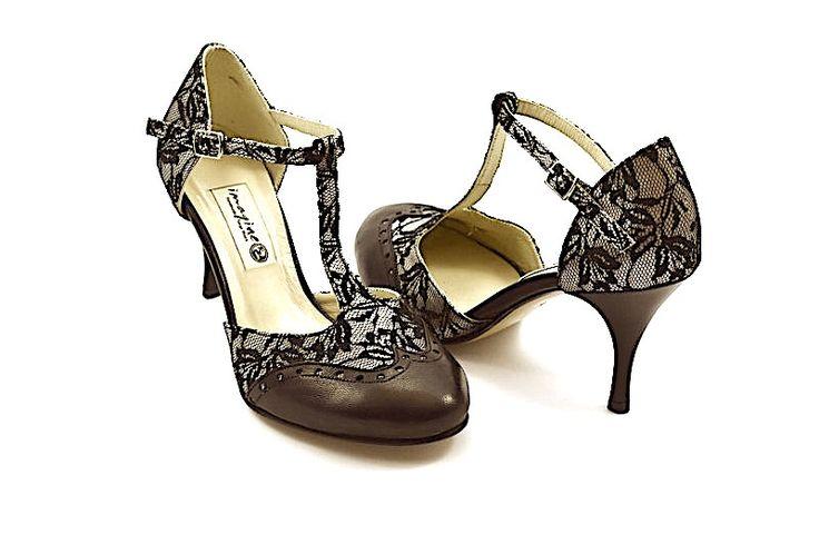 Γυναικείο παπούτσι tango closed toe από μαύρη δαντέλα και μαύρο δέρμα