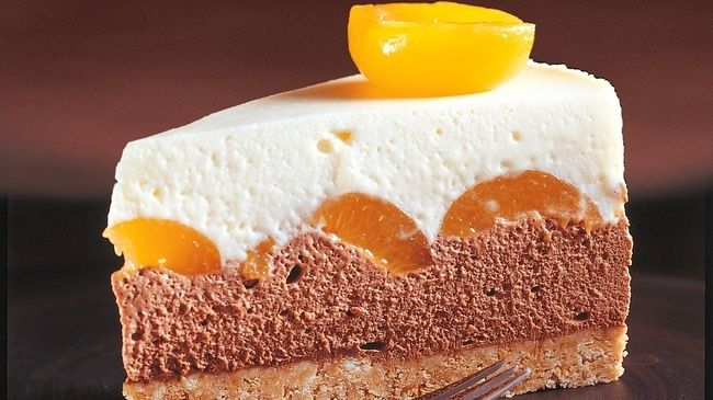 Chocolate Cheesecake with Apricots