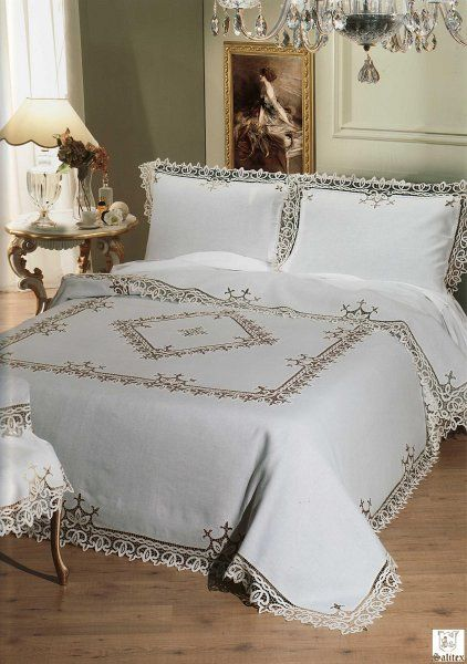 949 Richelieu Completo Letto.JPG - Completo letto in puro lino ricamato con tecnica ad intaglio richelieu in filo di seta