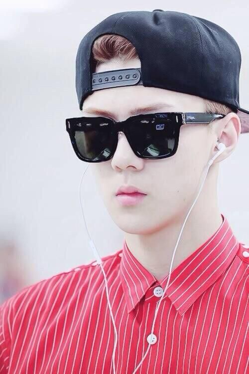 OMG Sehunah you are so fuckin' HANDSOME! >.< #EXO #Sehun