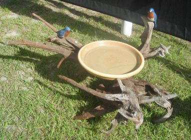 You can easily construct  rustic bird baths with branches and other found objects from nature.