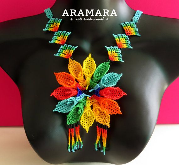 Mexican Huichol Beaded Rainbow Flower Necklace CFG-0047 por Aramara