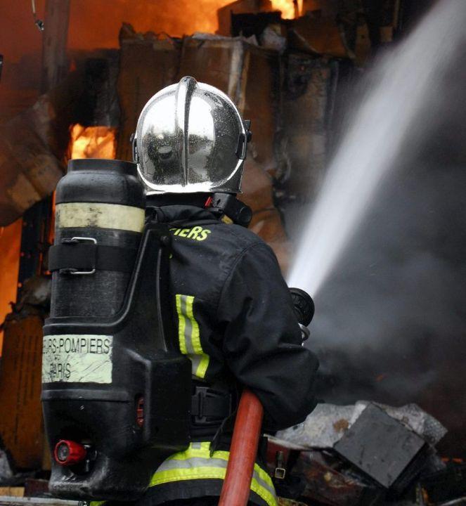 Incendie paris pompiers policiers blesses habitation