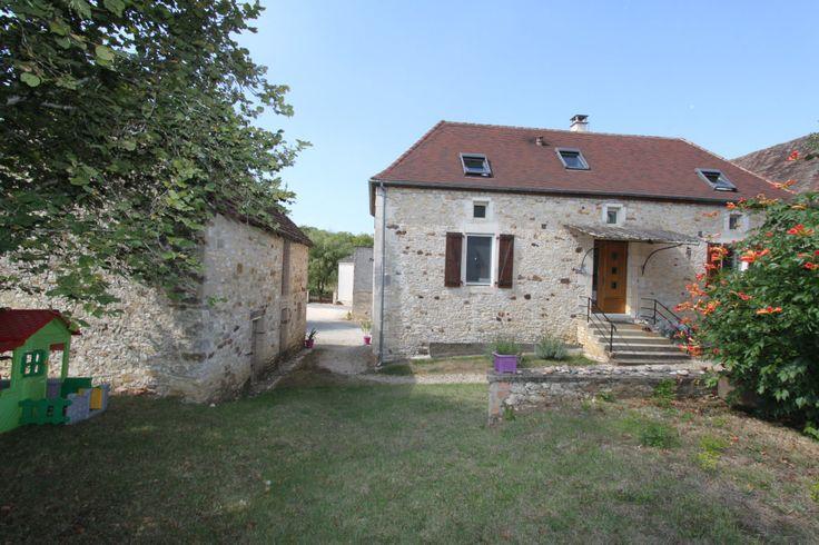 GOURDON- Belle Maison en pierre restaurée et dépendances. 232.140 €  Réf.:GD1403 http://www.pleinsudimmo.fr/fr/annonces-immobilieres/offre/gourdon/bien/1523540/gourdon-belle-maison-en-pierre-restauree-et-depend.html