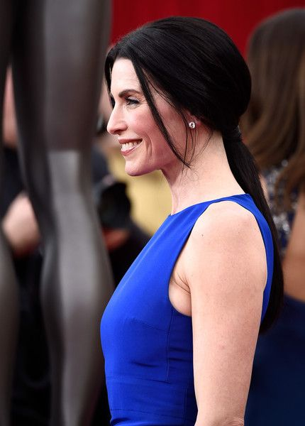 Julianna Margulies Loose Ponytail - Julianna Margulies styled her raven tresses…