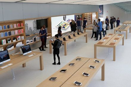 Apple Sales Exceed Expectations as Buyers Wait for New iPhones The technology company said revenue rose 7 percent in the quarter that ended July 1. But its projections suggest at least some new phones may be delayed. Technology iPhone Company Reports