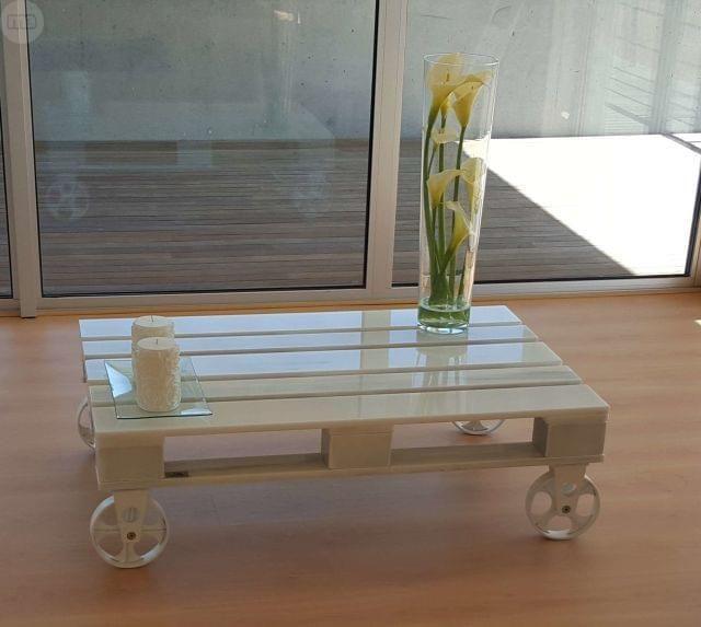 . Mesa de m�rmol blanco de primera categor�a, dise�ada y fabricada por Epetrum de manera artesanal. Ruedas de forja tambi�n artesanales. Piezas  �nicas con registro de dise�o por la oficina de patentes y marcas con certificado de origen.