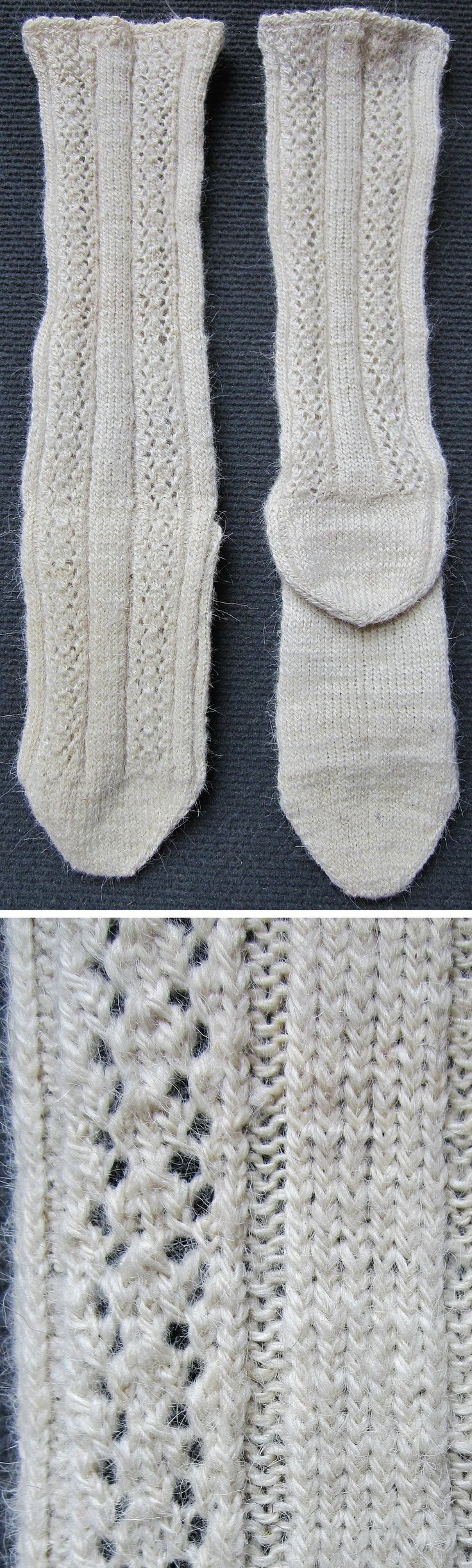 Traditional hand-knitted woollen socks, for women.   From NW Anatolia, ca. 1980s.  (Inv.n° çor199 - Kavak Costume Collection - Antwerpen/Belgium).