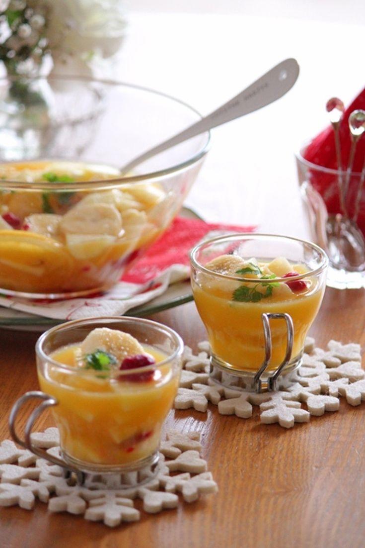 フルーツをたっぷり使って、ワインではなくジュースで作るサングリア風ドリンク。クリスマスなどのパーティーに活躍します。