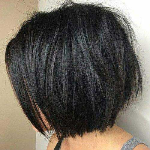 10.Layered Bob HairstyleThis dark short bob hairstyle is slightly layered at the ends of the hair to create some texture.