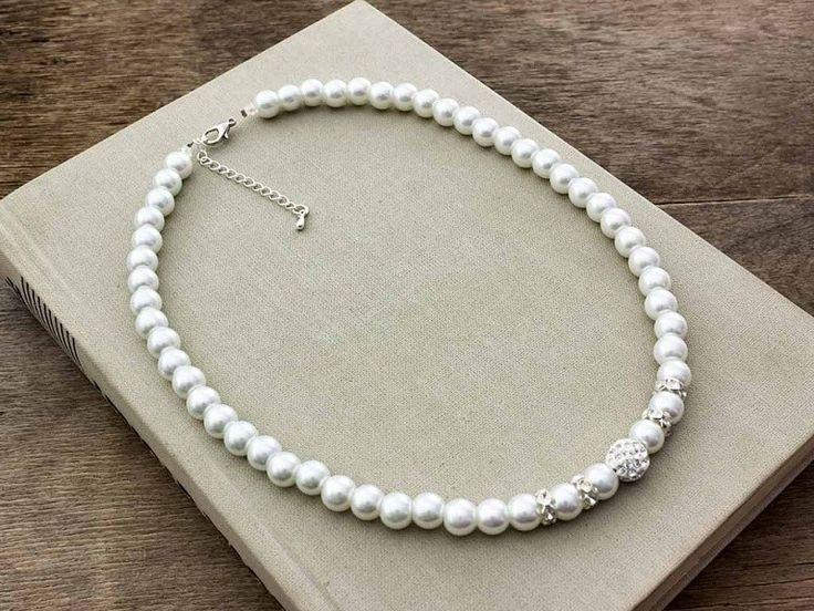 Menyasszonyi fehér gyöngyös nyaklánc
