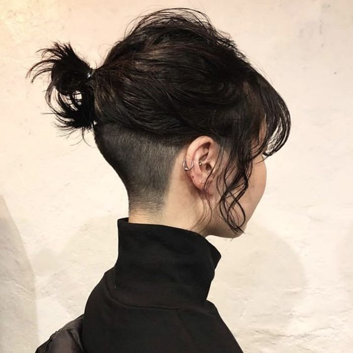 Short Hair Undercut, Undercut Hairstyles, Cool Hairstyles, Undercut Girl, Tomboy Hairstyles, Short Hair Tomboy, Girl Short Hair, Curly Hair Cuts, Curly Hair Styles