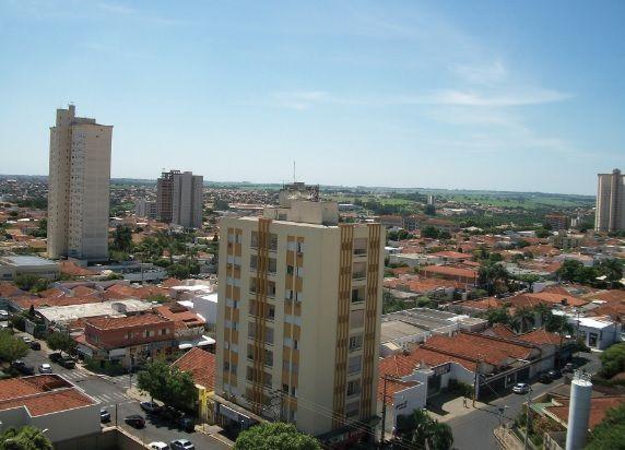 Araçatuba tem verões quentes e inverno seco, características do tipo climático tropical.