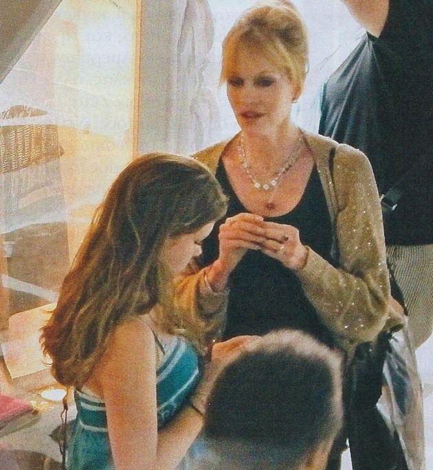 Η Melanie Griffith (54 ) μαζί με την κόρη της στη Μύκονο! 09/07/2011.