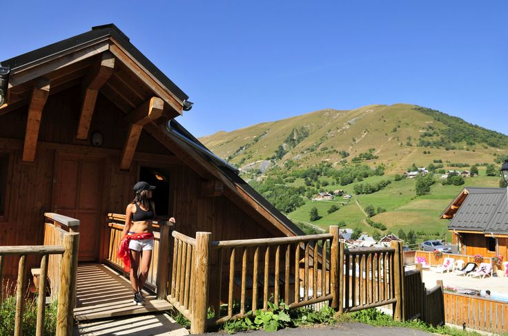 L'été à la montagne, détente aux chalets des Ecourts.