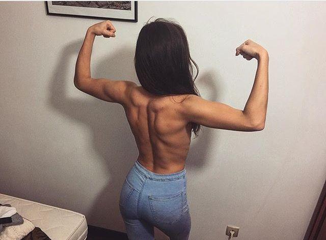 Hej Wam!  Często pytacie mnie nie tylko o moje treningi, ale także o moją dietę, co jem na codzień, jak wyglądają posiłki, z jakich składników je robię i ogólnie ile właściwie jem. :) Te pytania natchnęły mnie do napisania tego postu.
