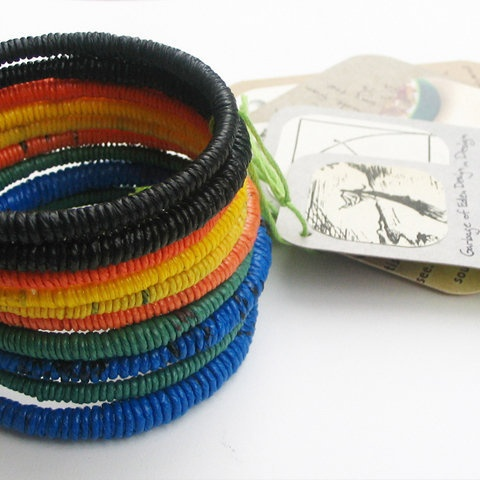 plastic bag bangle--I'm SO going to DIY these!