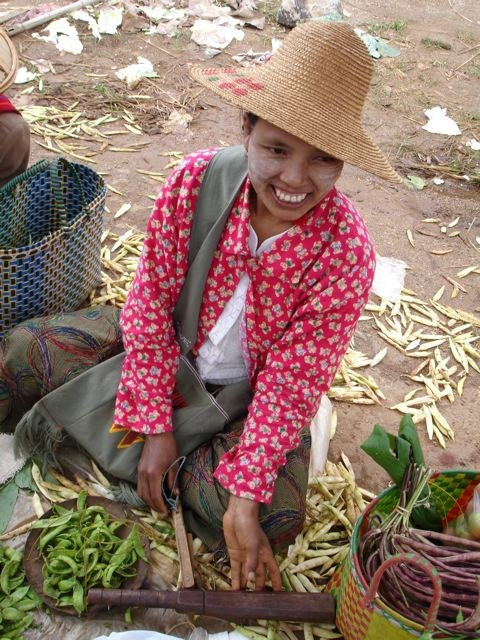 It's not just about food, but also about people. Here's a gorgeous-looking market woman in Pindaya, Burma