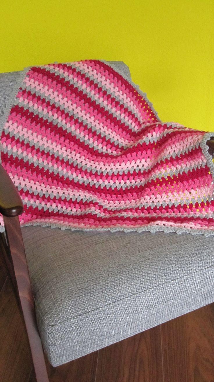 gehaakt babydekentje roze, wiegdekentje roze, crochet babyblanket