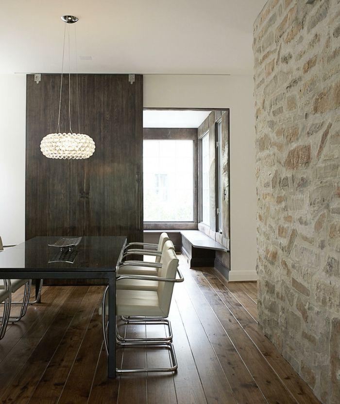 Wandgestaltung Esszimmer Steinwand Holzboden Moderner Leuchter