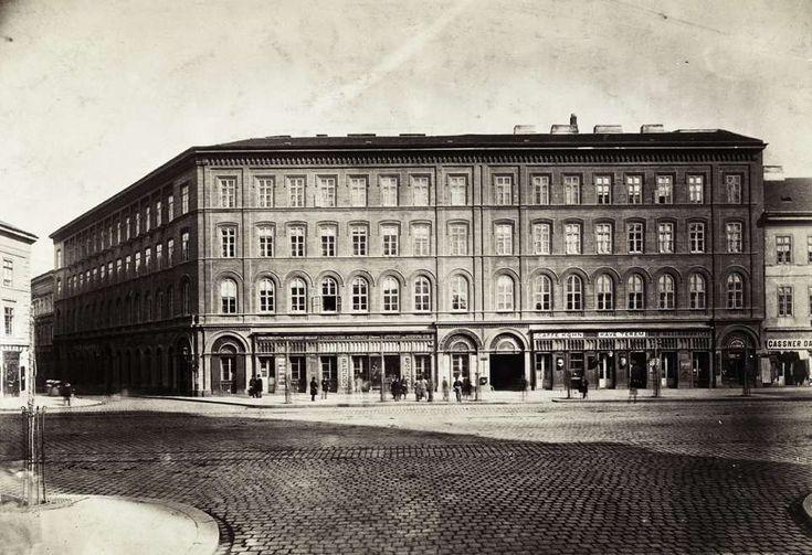 Bajcsy-Zsilinszky út (Váci körút) 17 a-b. (Ybl Miklós, 1862.), Balassa János sebész háza. A felvétel 1880-1890 között készült. A kép forrását kérjük így adja meg: Fortepan / Budapest Főváros Levéltára. Levéltári jelzet: HU.BFL.XV.19.d.1.05.003
