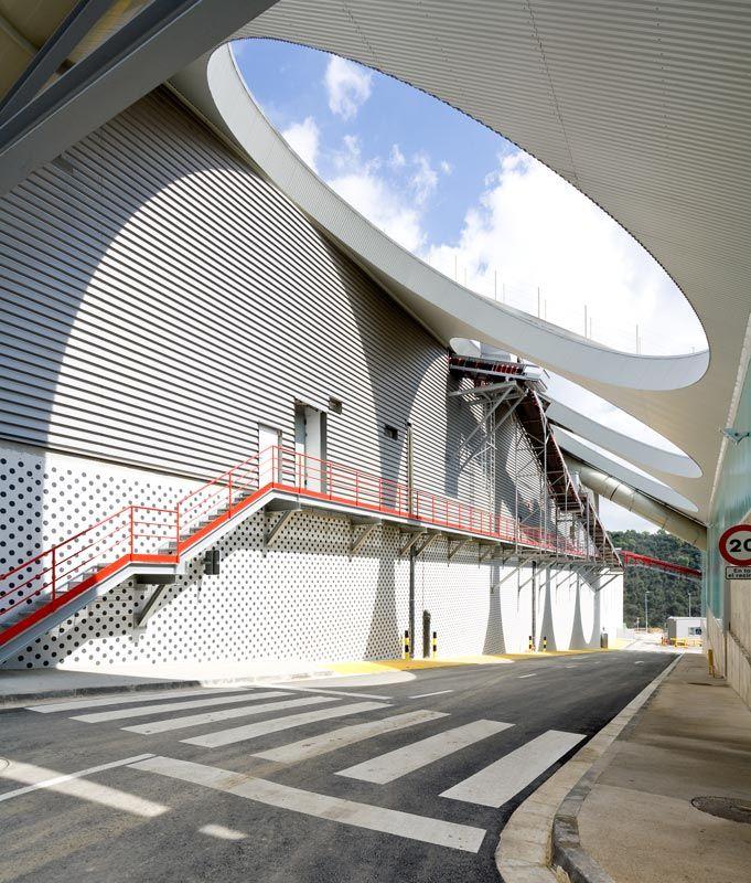 Shokhan: BATTLE I ROIG http://www.batlleiroig.com/en/building/centre-de-tractament-de-residus-a-vacarisses/