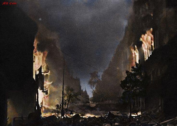 Powstanie Warszawskie 1944 ul. Marszałkowska w ogniu.
