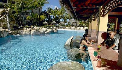 Occidental Grand Aruba Resort: Swim-Up Bar
