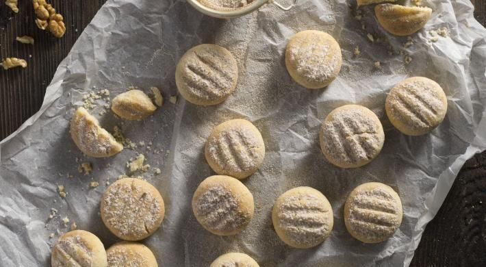 biscuiti cu nuca      Simplu de preparat, dulce de savurat.